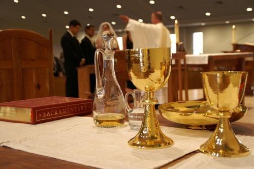 sacrament-338987_640